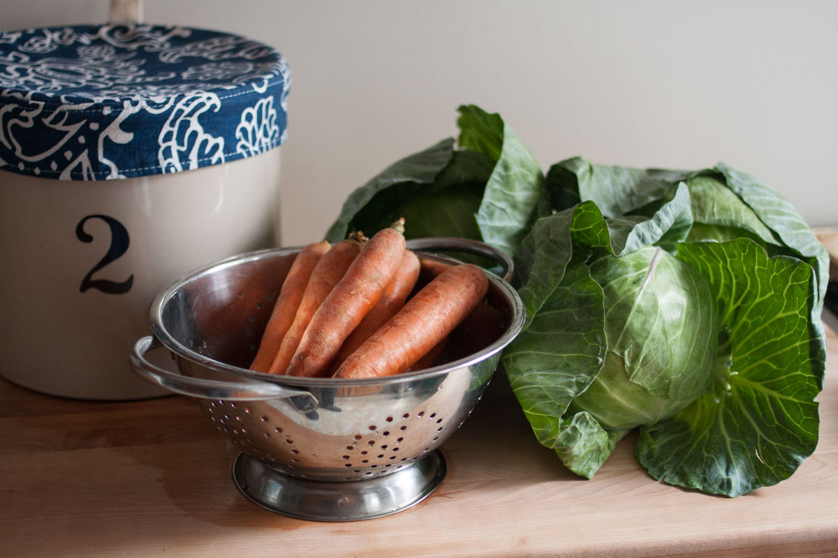 Fermentation crock, carrots and cabbage