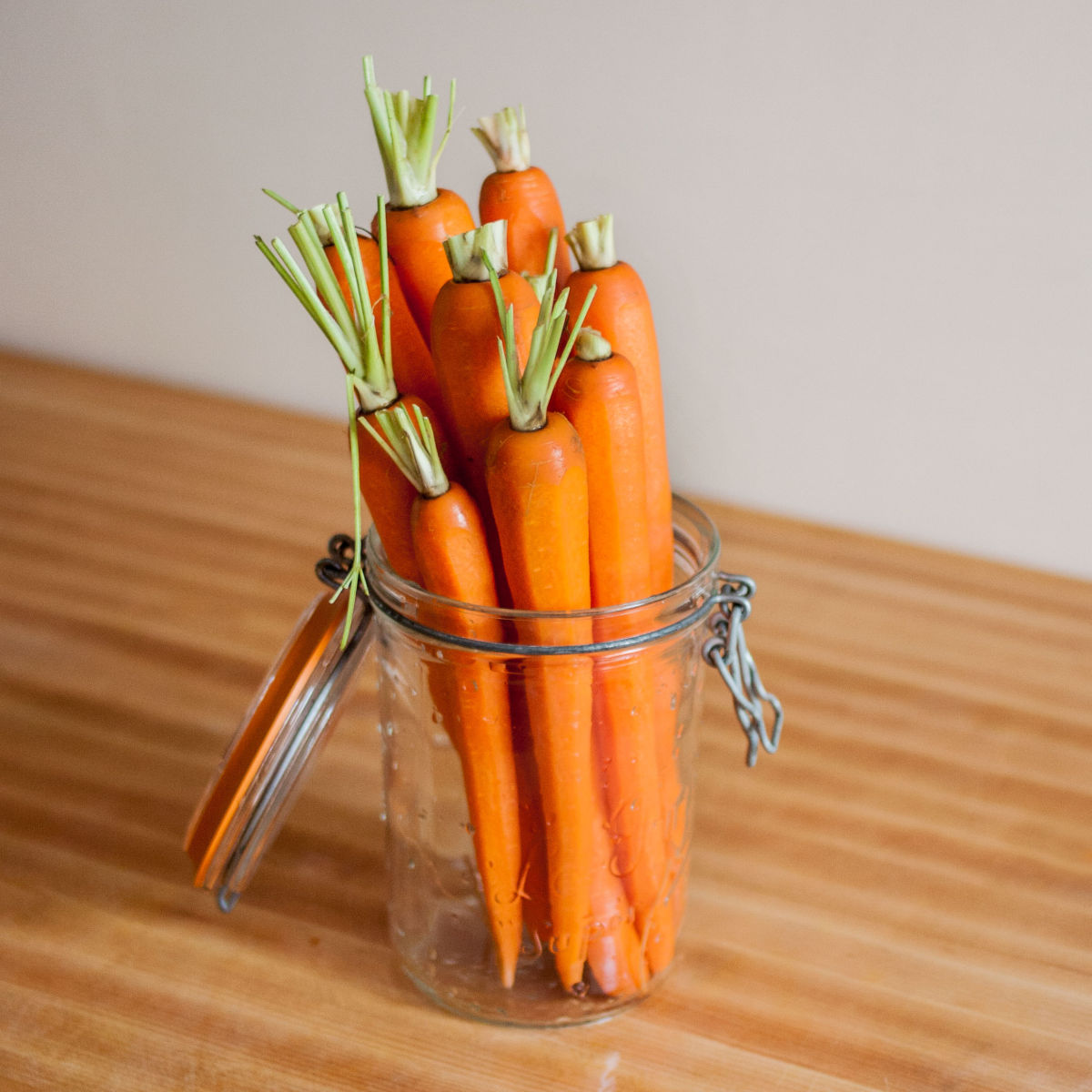 Fitting carrots in a jar