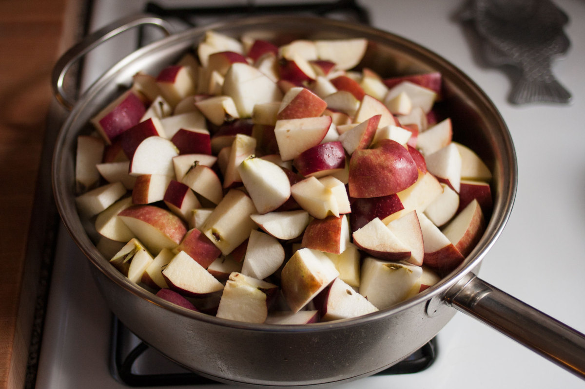 Cooking apples for apple butter