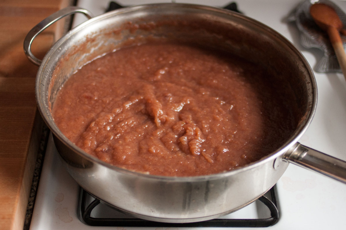 Cooking apple butter